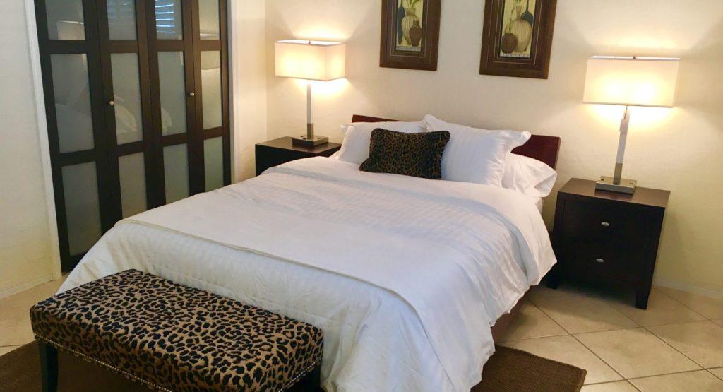 Unit 14 - Plush queen size bed