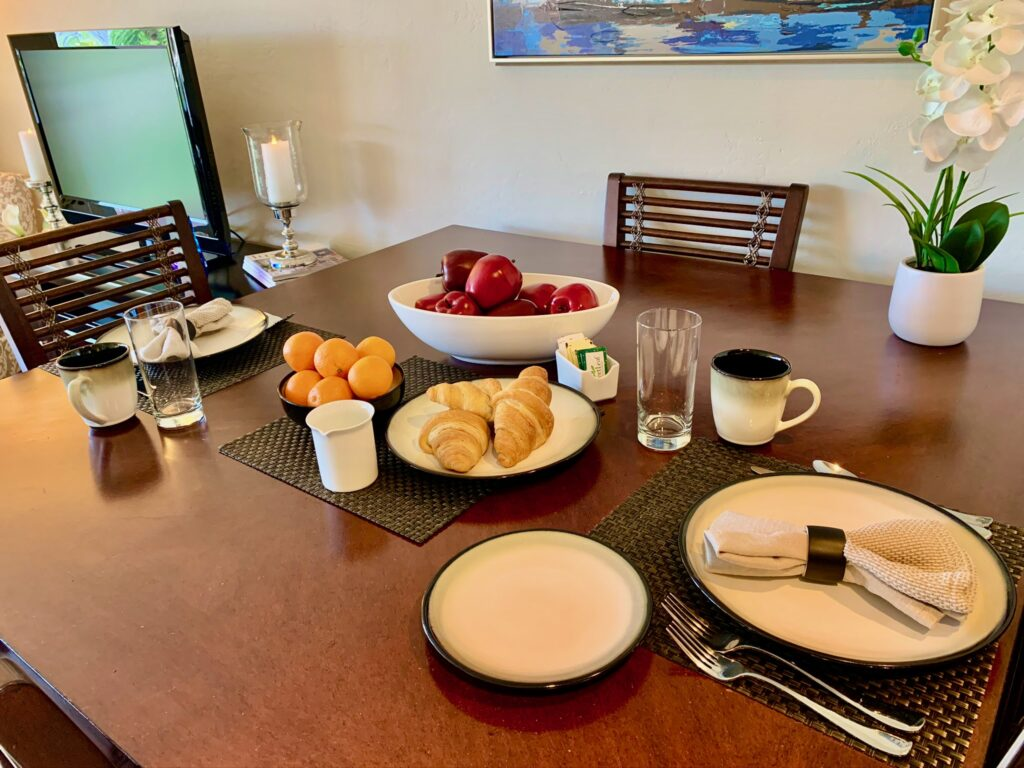 Unit 14 - Dining table ready for a Florida breakfast