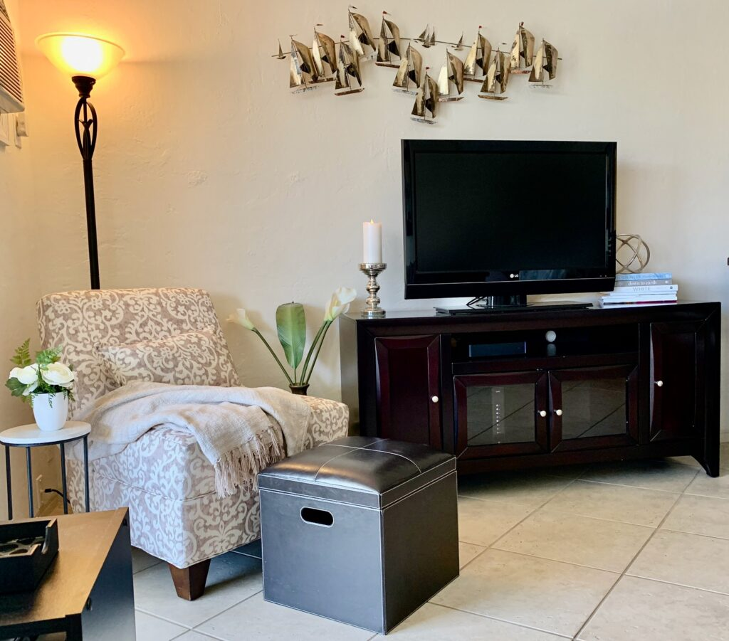 Unit 14 - Corner chair and large screen TV