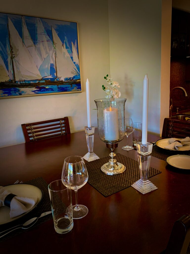 Unti 14 - Dining table